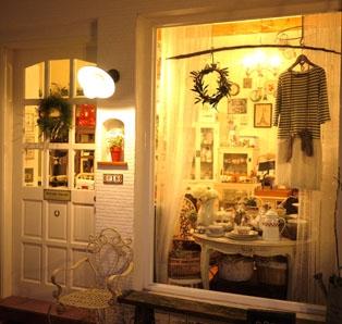 夜裡發光的櫥窗