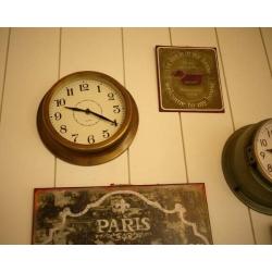 日本古銅色鐵製掛鐘