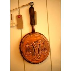 德國1960年代銅製實木把手烤模(天平)