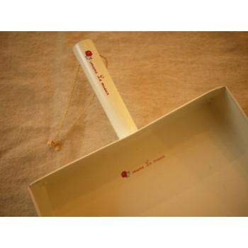 日本鐵製米白色室內畚箕
