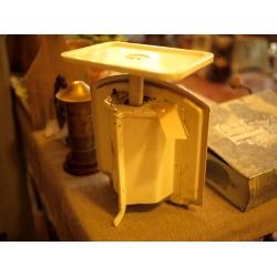 德國1940年代米色古董郵件秤