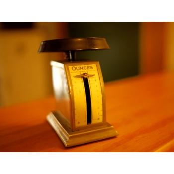 英國古董8ounces 迷你鐵製郵件秤